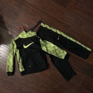 Nike 2pc hoodie and pant